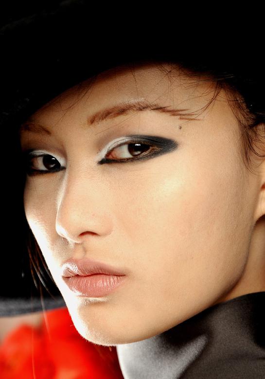 tendances maquillage de la rentr e pour yeux asiatiques accentuer la forme en amande meinu. Black Bedroom Furniture Sets. Home Design Ideas