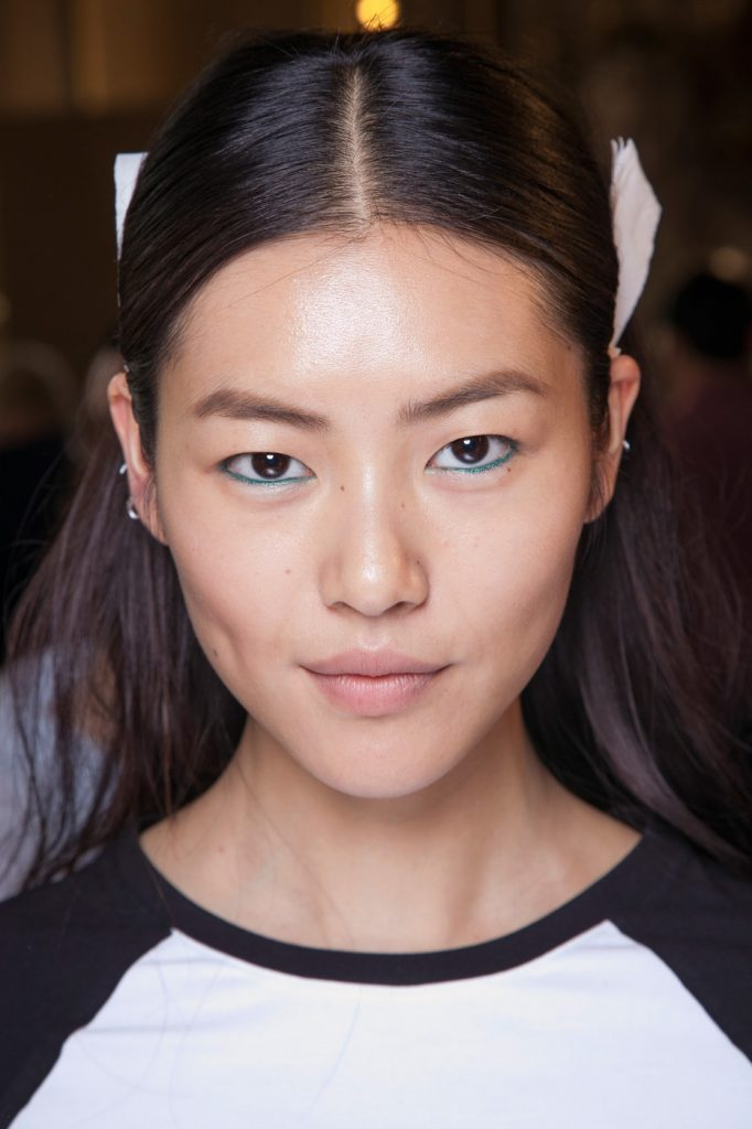 liu-wen-backstage-at-stella-mccartney-spring-2013-pfw2